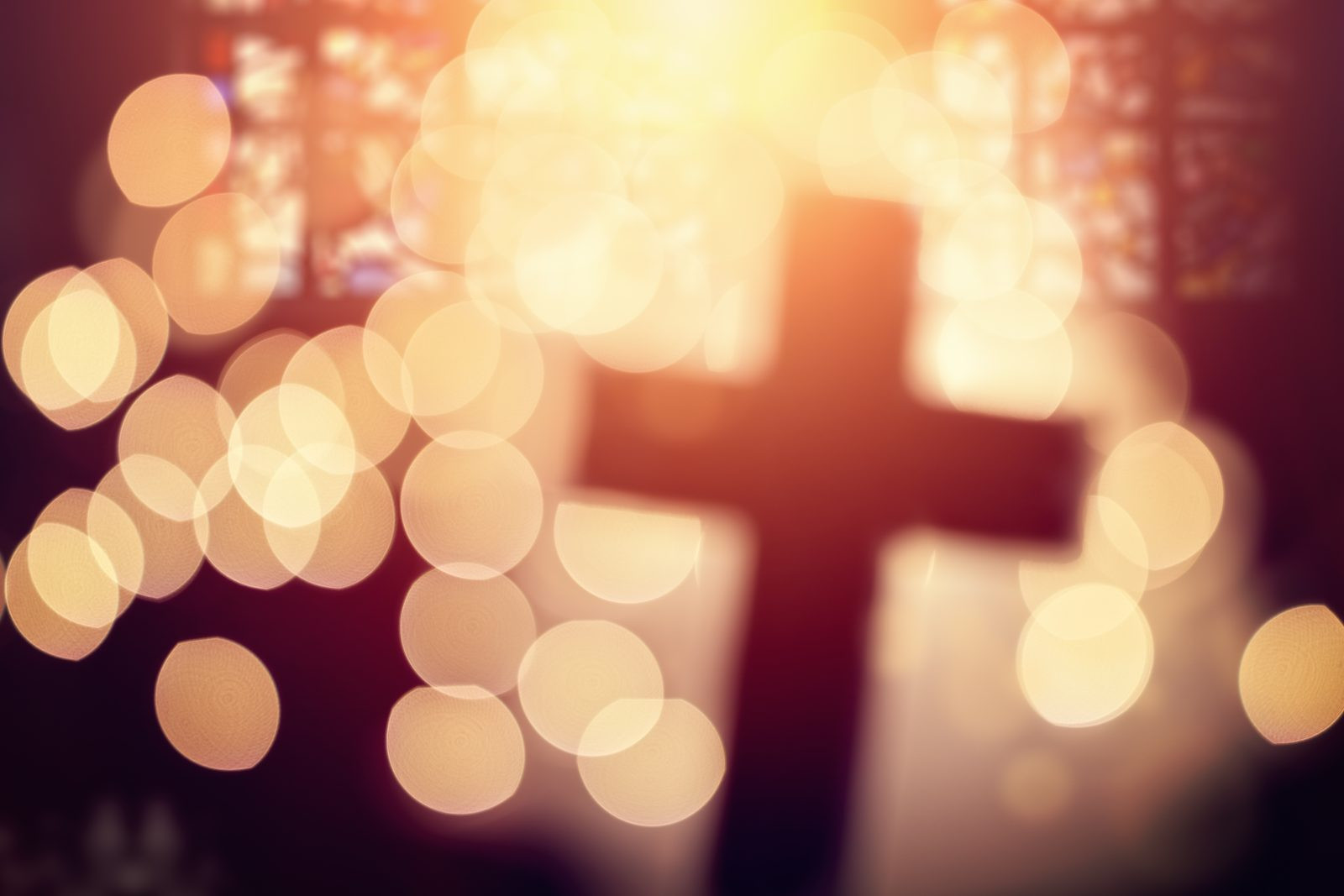 photodune-21604421-abstract-cross-in-church-interior-xxl